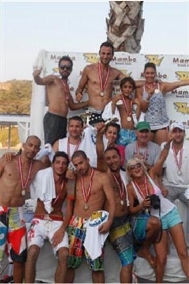Mambo Beach Volley'in ilk şampiyonu kupasını aldı